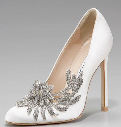 1215_twilight-breaking-dawn-bella-wedding-shoes-manolo-blahnik_we