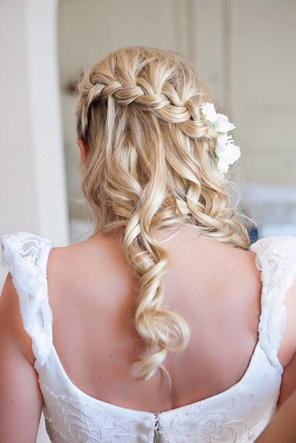 Awesome Down Dos For Every Bride Bridal Blog Short Hairstyles For Black Women Fulllsitofus
