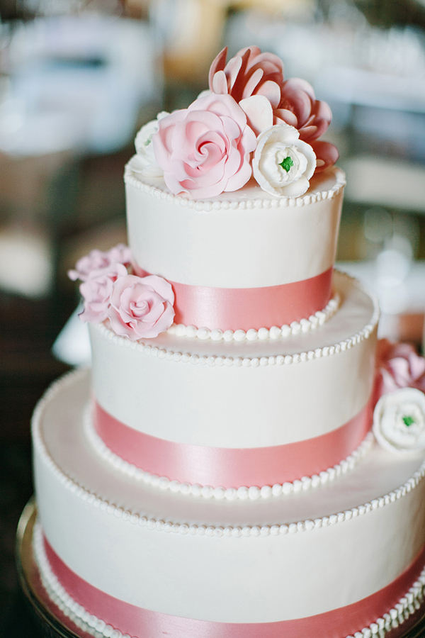 Pink-Ribbon-Wedding-Cake-600x900