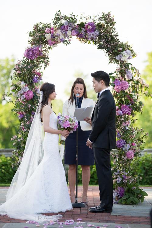 10gatsby-inspired-wedding-long-island-ira-lippke-studios-altar