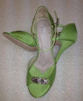 angela-nuran-astoria-high-sz-75-apple-wedding-shoes-60856-1